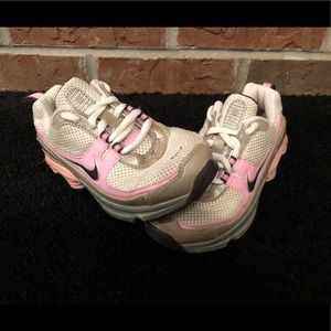 NIKE SHOX Youth Shoes Pink White Size 11C bcef6d8f5